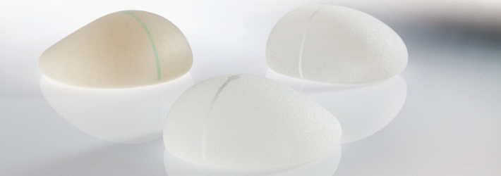 Outdated, shifted or defective breast implants are replaced by quality products at Rosenpark Clinic: safe silicone implants from a reliable manufacturer.