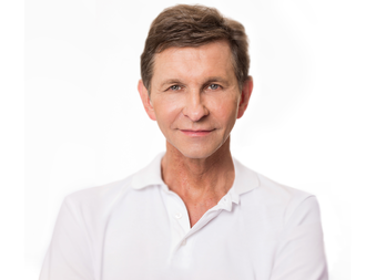 Dr. Gerhard Sattler was one of the first doctors to use tumescent local anesthesia in Germany more than 25 years ago and has since continuously refined the method.